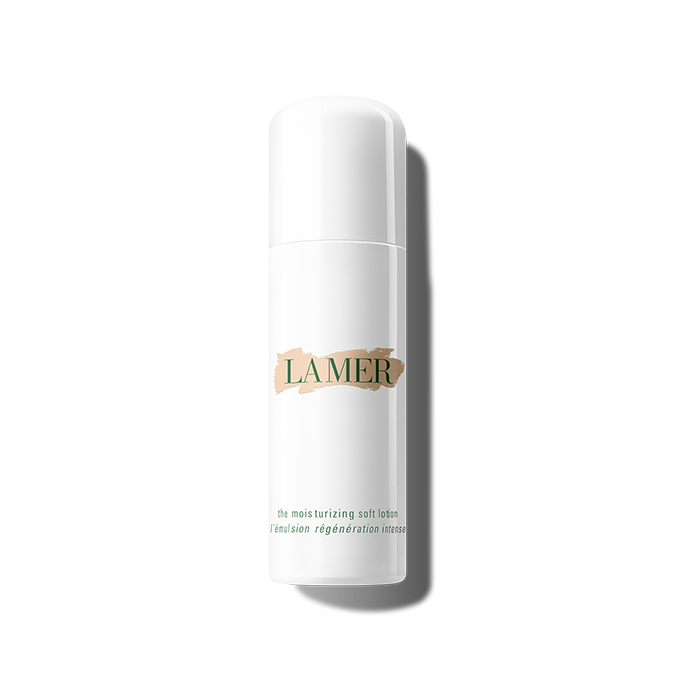 LA MER 精華柔潤乳液 港幣2250 這款乳液適合混合性肌膚使用,能給予肌膚水潤和養分,更加入細胞再生的Miracle Broth™ 活膚精華,能減淡瑕疵、乾紋和收細毛孔。